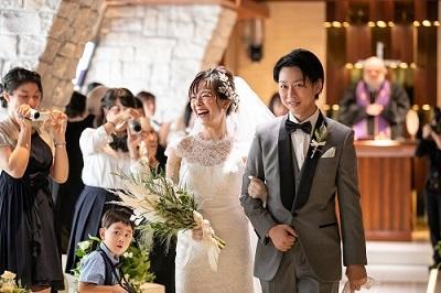 結婚式、チャペル、ウエディングドレス
