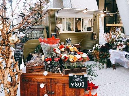日比谷花壇 移動販売車 クリスマスマーケット 海外 お洒落 アレンジメント